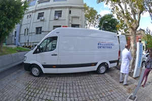 Recibieron ambulancia donada